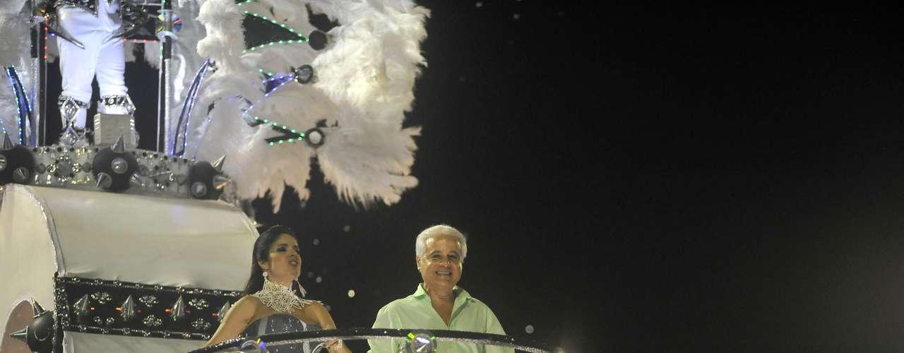 Roberto Medina, empresário responsável pelo Rock in Rio, também desfilou