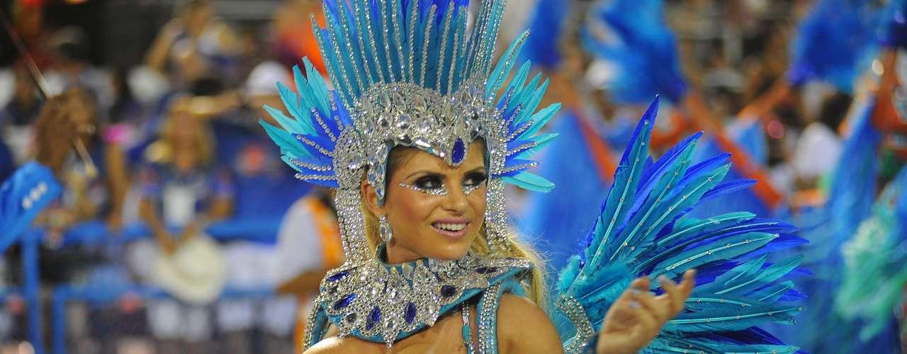 Carine Felizardo foi um dos destaques da Portela em 2013