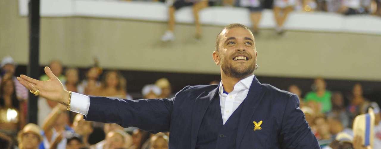 Sambista Diogo Nogueira integrou o desfile da Portela