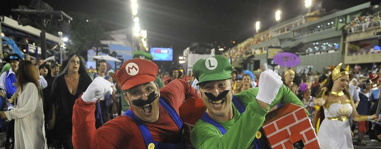 Personagens de vídeo-games também foram retratados pela Portela