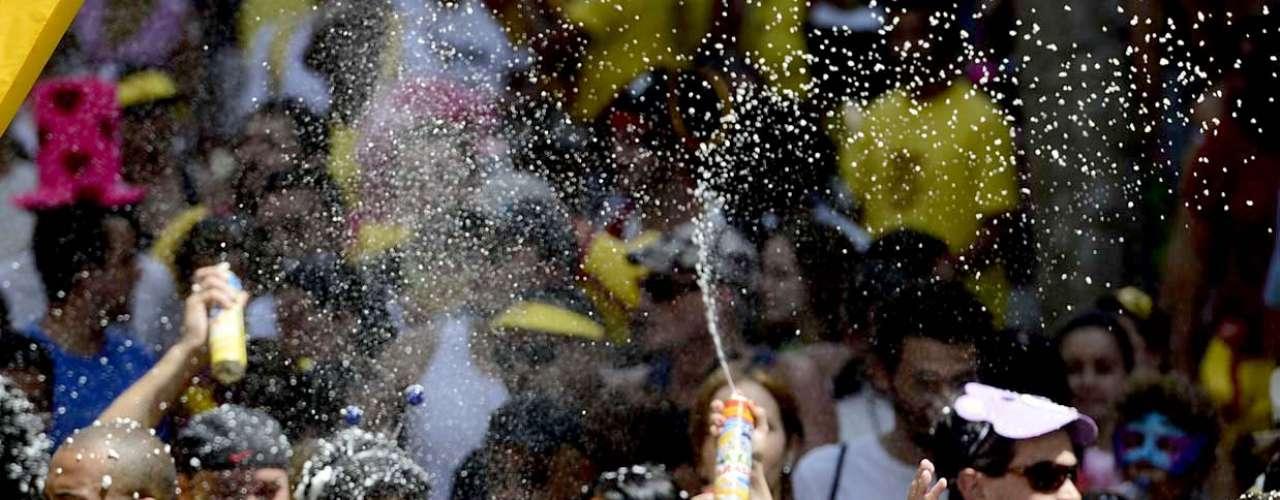 Espuma de Carnaval fez sucesso durante o bloco