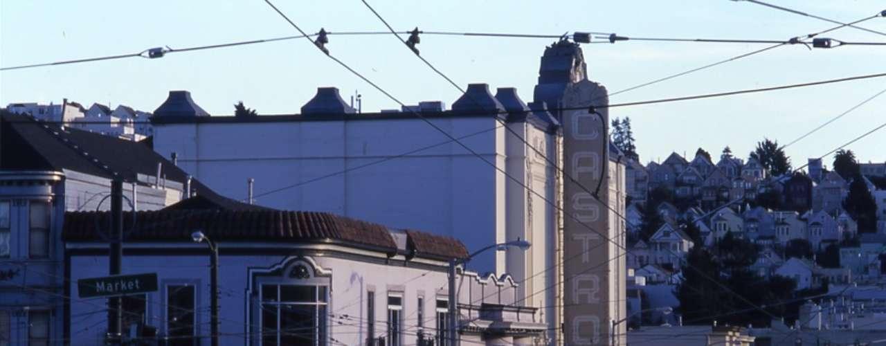 5. San Francisco, Estados Unidos -San Francisco é uma das capitais mundiais do movimento gay. Bandeiras de arco-íris enfeitam as janelas de apartamentos e bares em diversas áreas da cidade, principalmente no bairro de Castro, famoso reduto gay. O mês de junho é especialmente agitado com o festival do cinema gay e a semana do orgulho gay, coroada pela Parada do Orgulho Gay, Lésbico, Bissexual e Transgênero