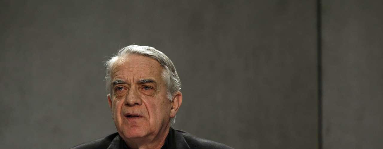 O porta-voz do Vaticano, padre Federico Lombardi, concede entrevista sobre a situação do papa Bento XVI após a renúncia