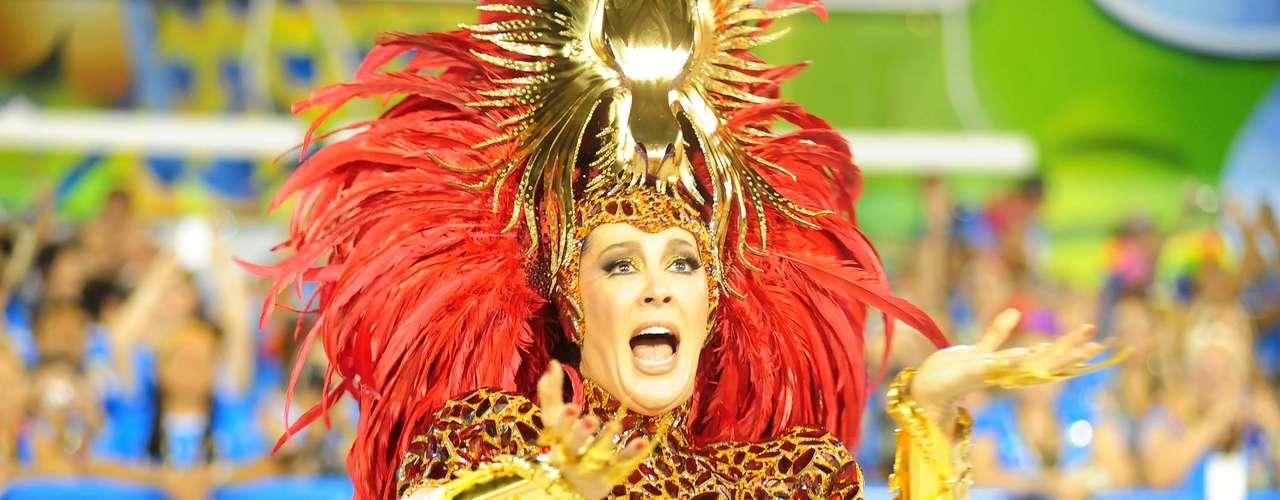 A atriz Claudia Raia, madrinha de bateria da Beija-Flor