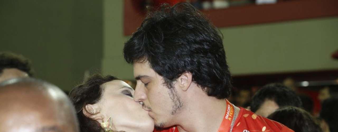 O atorMatheus Solano e mulher, Paula Braum