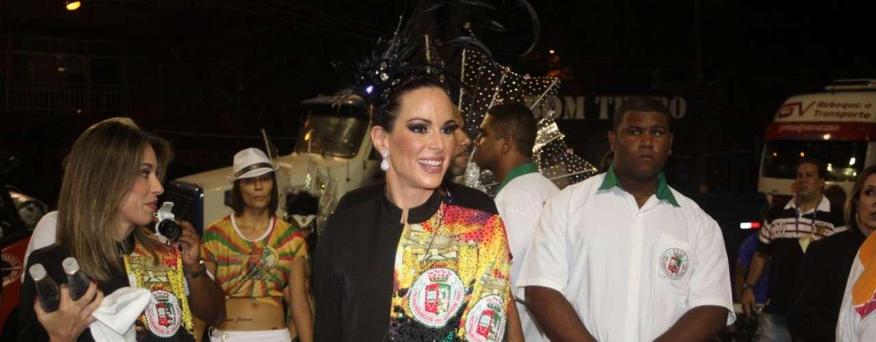 Entre os diversos famosos que compareceram ao desfile da Grande Rio, esteve a atriz e apresentadora Ana Furtado