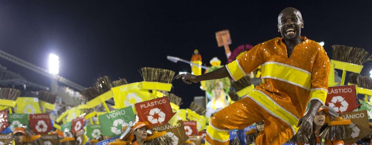 Gari Renato Sorriso no desfile da Grande Rio