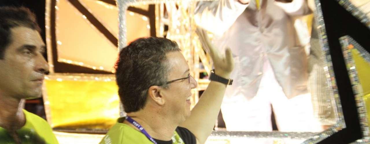 São Clemente levou personagens das novelas para a Sapucaí. Boninho também esteve no desfile