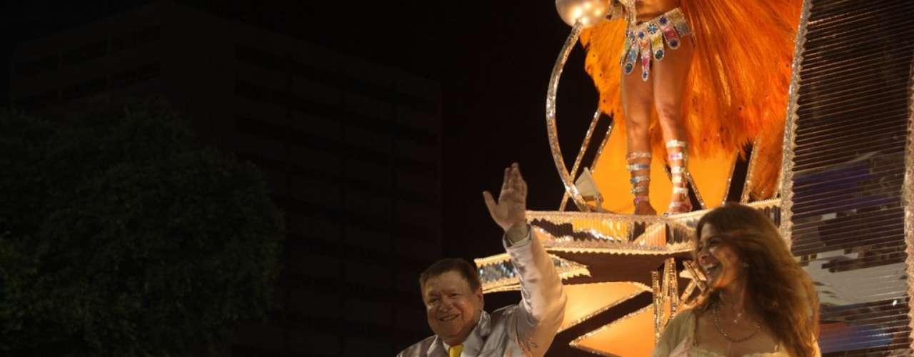 São Clemente levou personagens das novelas para a Sapucaí. Boni participou do desfile