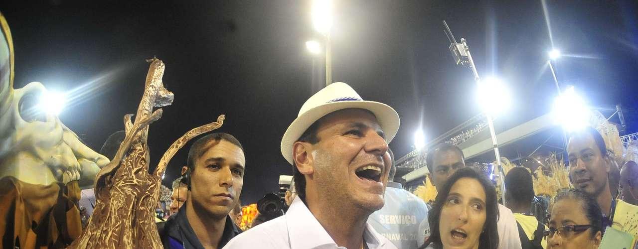Prefeito Eduardo Paes, torcedor da Portela, fez festa com o desfile da Vila Isabel