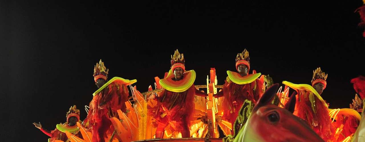 Escola acrescentou detalhes caipiras ao Carnaval do Rio de Janeiro