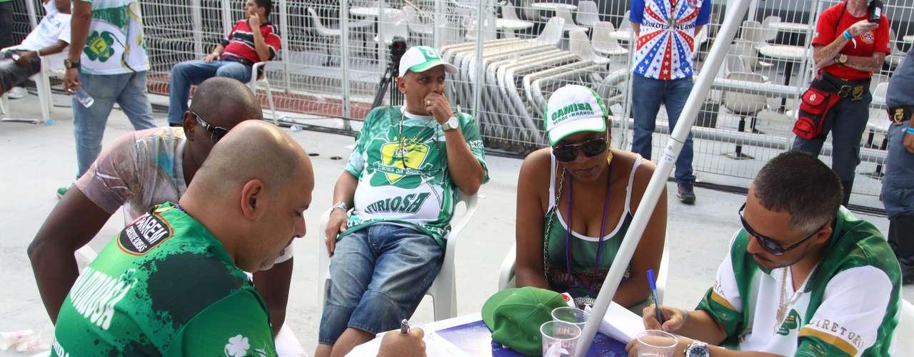 Integrantes da Camisa Verde e Branco marcam as notas da escola