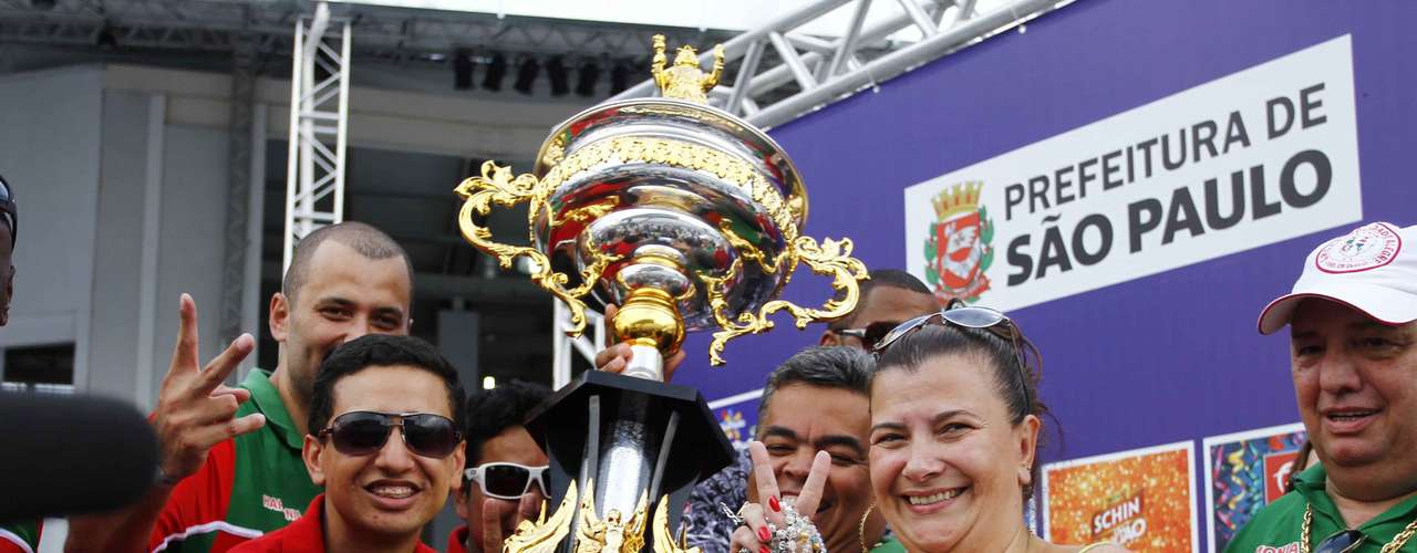 Diretoria da Mocidade recebe o troféu de campeão do Carnaval de São Paulo de 2013