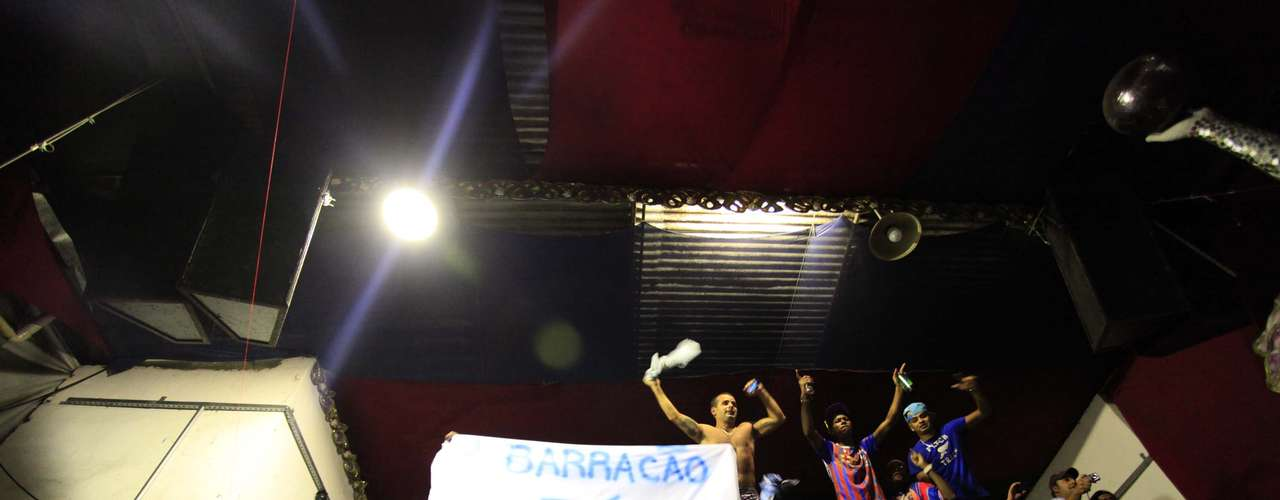 Foliões comemoram vitória da Pérola Negra: \