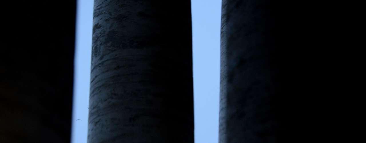Apartamentos de Bento XVI iluminados na noite do anúncio de sua renúncia