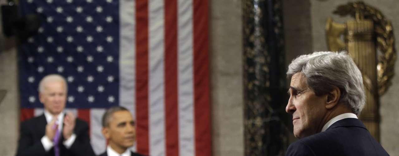 John Kerry, novo secretário de Estado, aplaude discurso de Obama