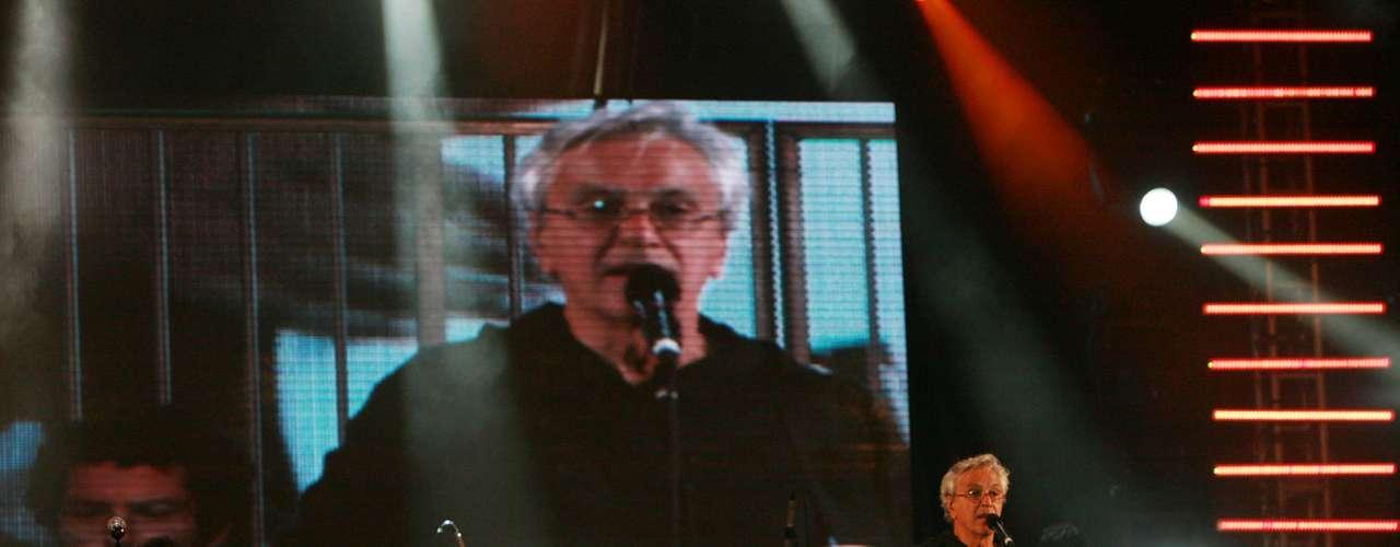 Músico levantou o público com alguns de seus sucessos, fez parceria com a banda Trio Preto + 1 e teve até a presença de Elba Ramalho entre os foliões