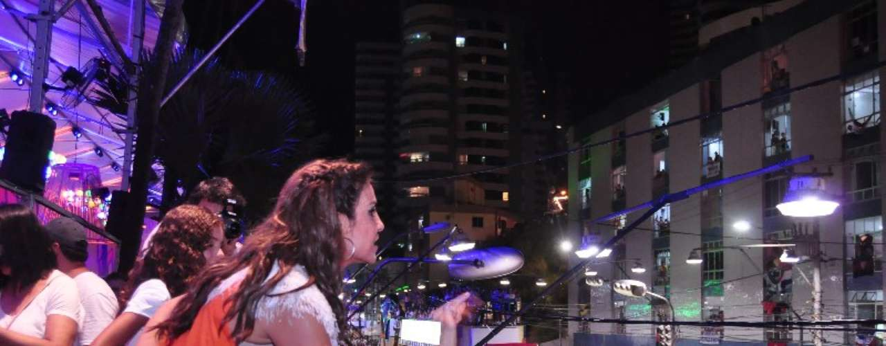 Ivete não passou pelo Barra-Ondina nesta terça (12); a cantora comandou o bloco Coruja, que se apresentou no circuito Campo Grande