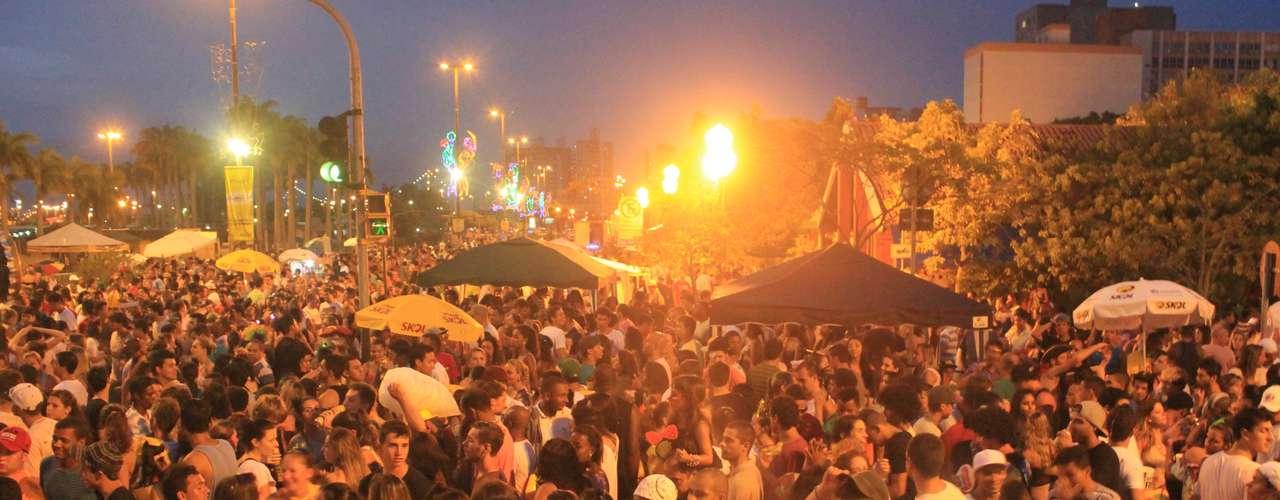Além do Monobloco, o centro de Florianópolis recebeu shows de Latino, Turma do Pagode e Art Popular