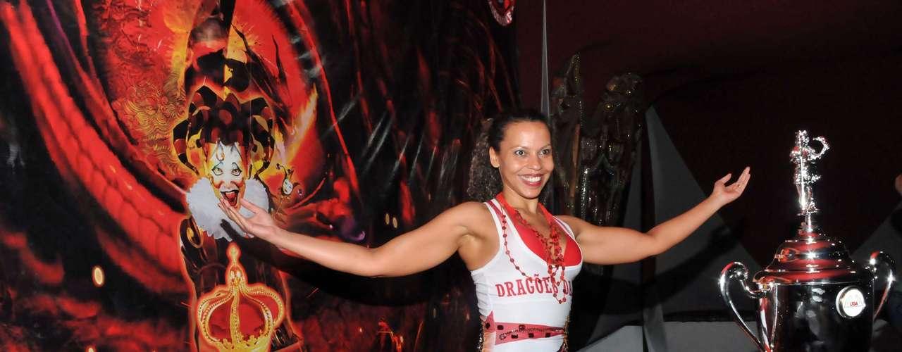 Dragões contou com o carnavalesco André Cezari e com o experiente Daniel Collête como intérprete