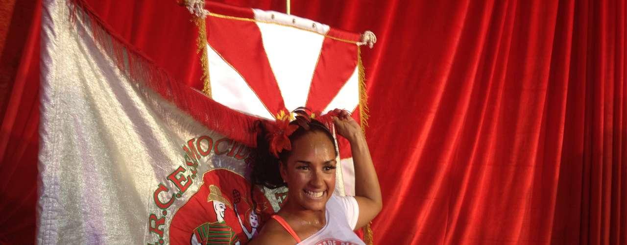 Cerca de 30 minutos depois que a presidente deixou o palco, Nani Moreira, ex-rainha da bateria da Mocidade Alegre, afirmou que não pretende mais deixar a escola da Casa Verde