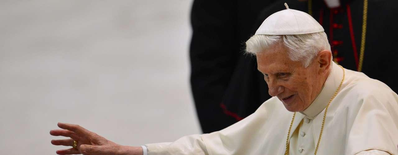 Bento XVI saúda os participantes da audiência