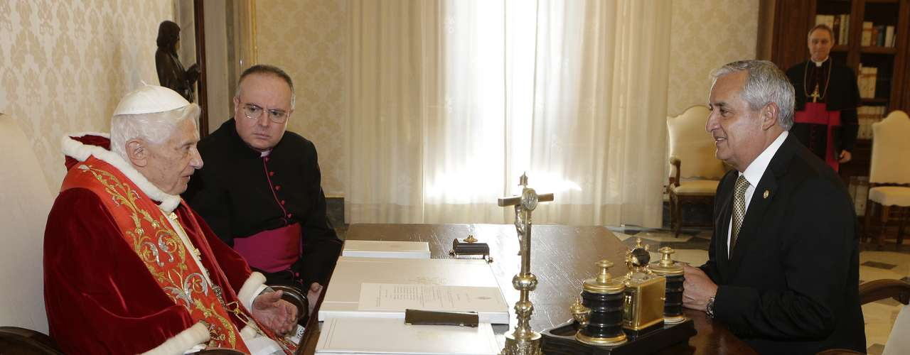O Papa conversa com o líder da Guatemala em uma reunião privada no Vaticano