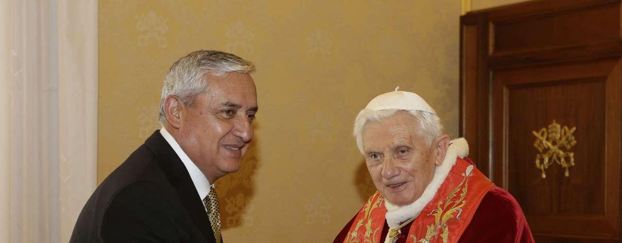 O papa Bento XVI se reúne com o presidente da Guatemala, Otto Perez Molina, no Vaticano