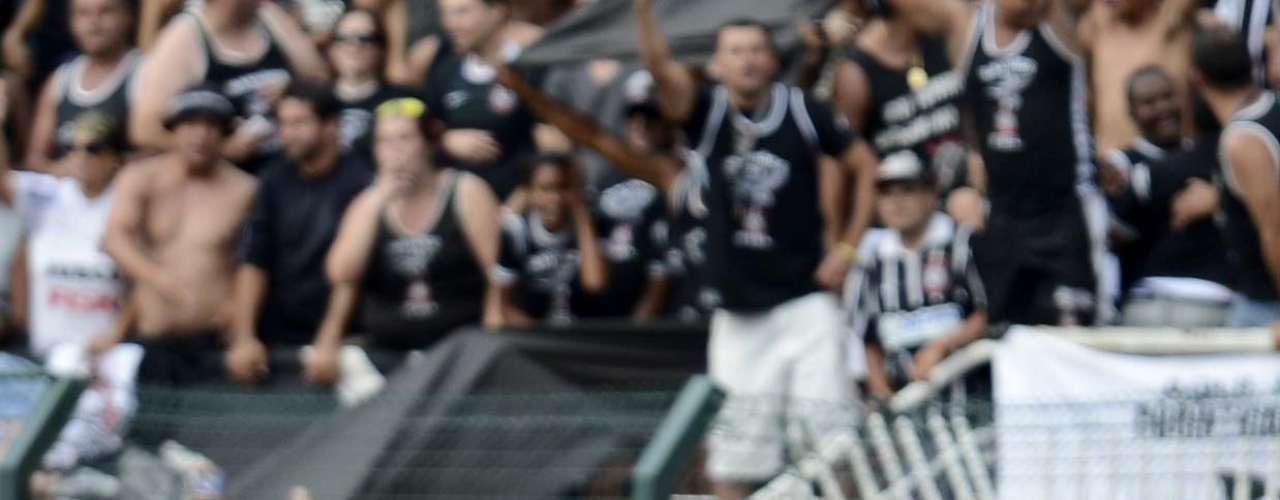 Romarinho recebeu sozinho um passe de Pato na meia-lua e bateu colocado para decretar o 2 a 2