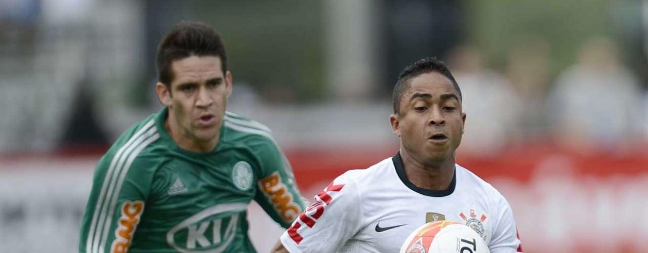 O Corinthians ainda teve uma ótima chance de fazer 2 a 0 aos 21min, após falha de Fernando Prass, mas Guerrero acertou a trave