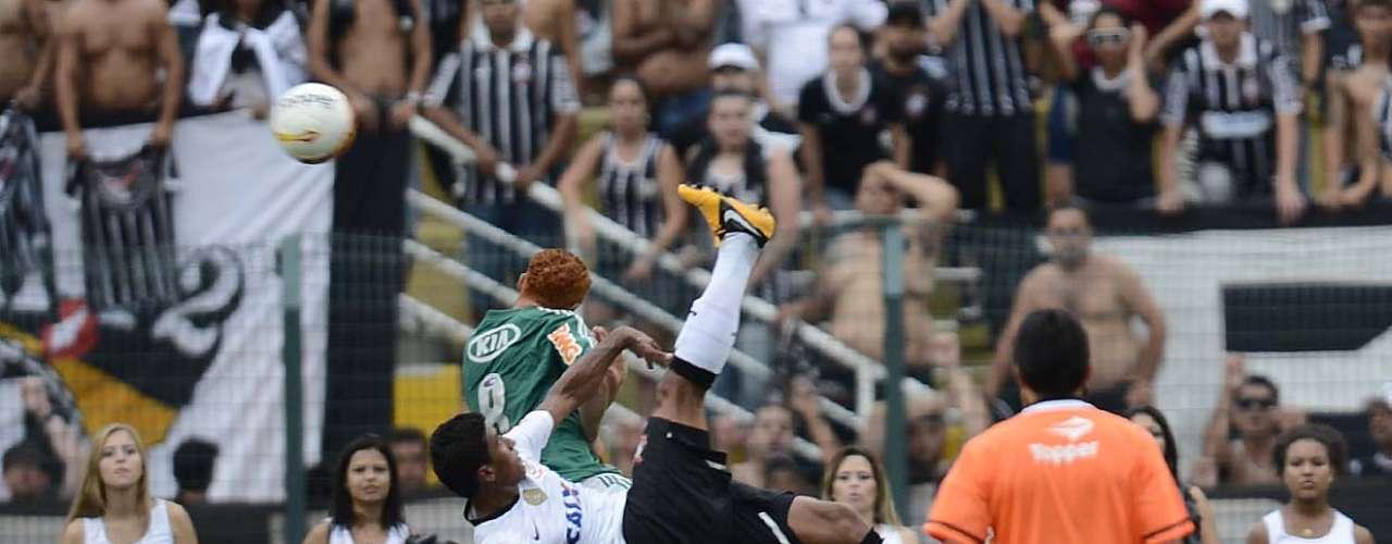 Corinthians e Palmeiras fizeram um bom clássico neste domingo. Com emoção, bolas na trave, virada e falha de Cássio e até uma bicicleta perigosíssima de Paulinho,o dérbi paulistano terminou com empate por 2 a 2