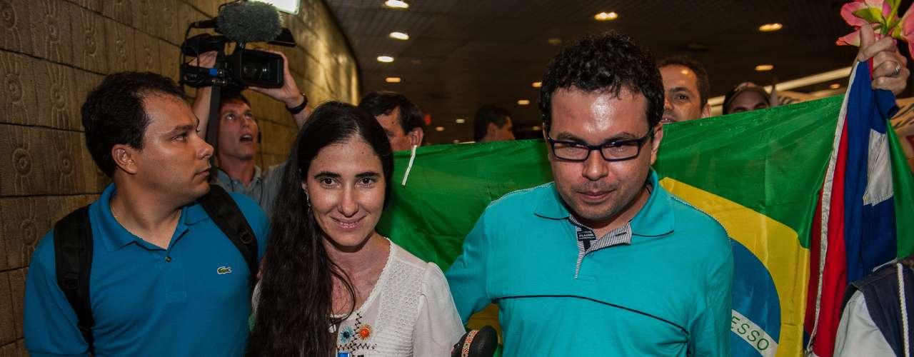 Yoani Sánchez chegou na madrugada desta segunda-feira no Recife