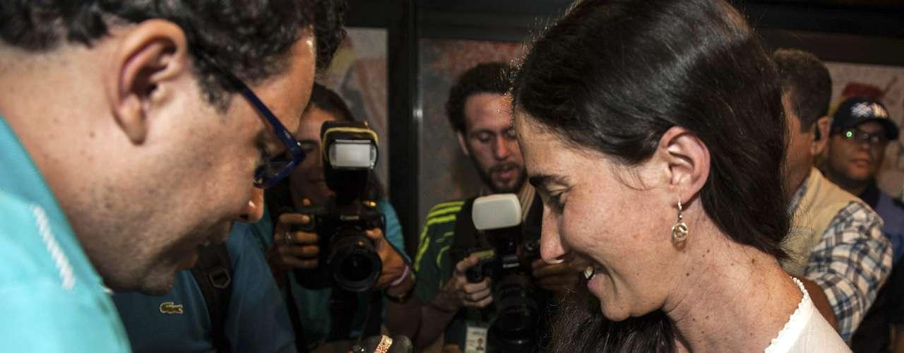 Yaoni, 37 anos, chegou em um voo procedente de Cidade do Panamá ao aeroporto internacional Guararapes, da cidade de Recife, onde a esperavam vários amigos, entre eles o cineasta Dado Galvão, seu anfitrião no Brasil, de quem recebeu uma pulseira do Senhor do Bonfim
