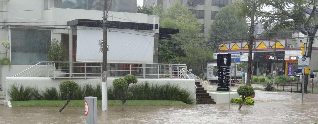 Imagem mostra ponto de alagamento na zona norte de Porto Alegre