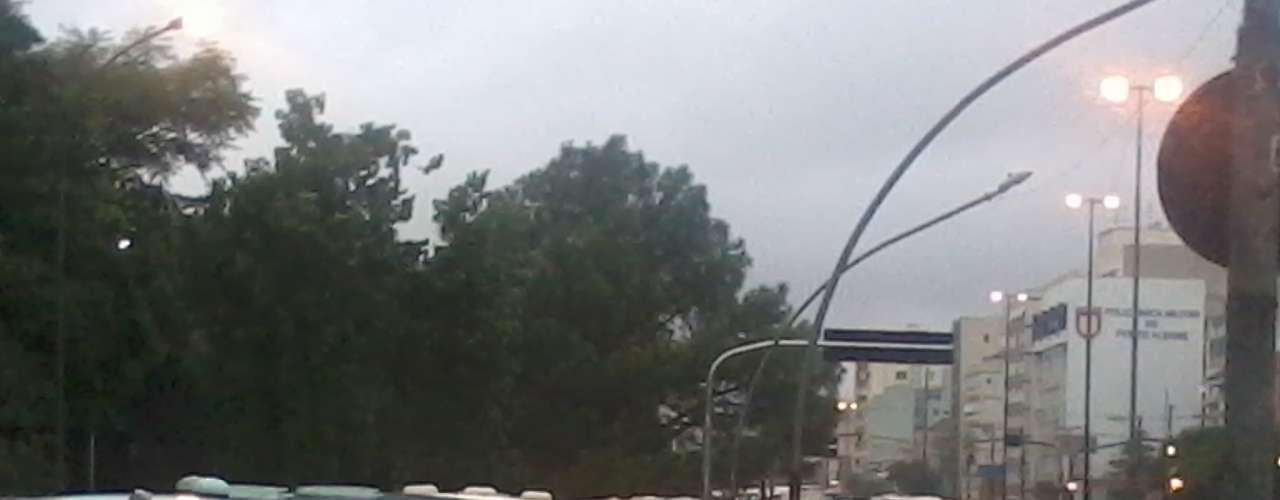 Chuva complicou o trânsito na avenida João Pessoa, em Porto Alegre