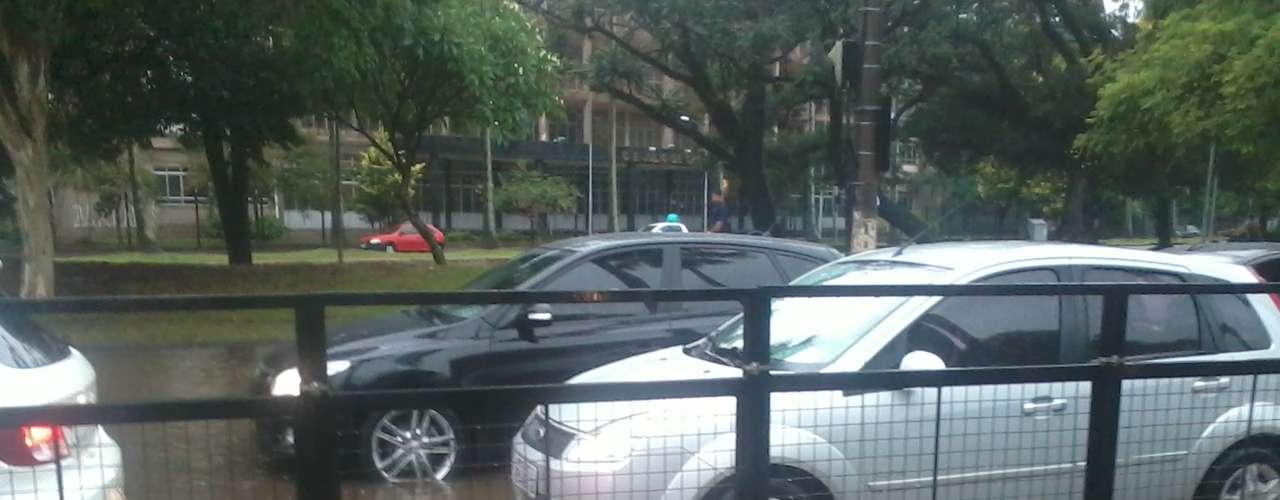 O acesso do túnel da Conceição foi bloqueado em razão da chuva