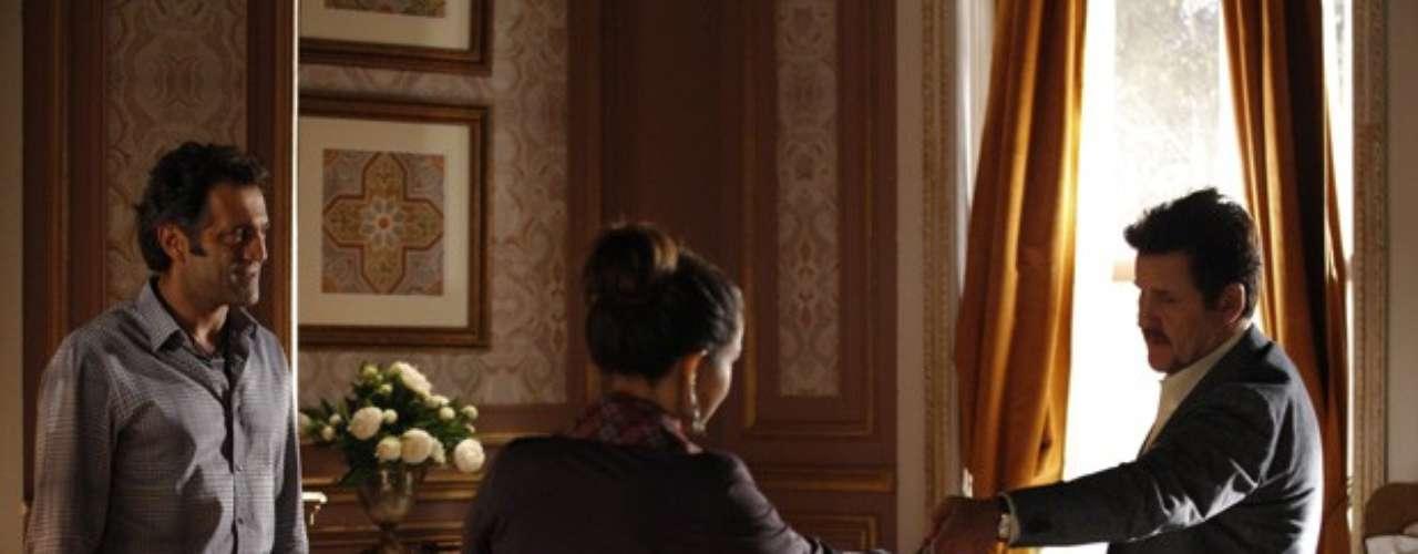 Após ouvir Russo (Adriano Garib) afirmar que Morena (Nanda Costa) morreu, Zyah (Domingos Montagner) conta para a garota que ela está livre da máfia. O guia explica que os bandidos confundiram o corpo da garota do Alemão com o de outra. Mustafa (Antonio Calloni) garante que vai ajudá-la e decide levá-la para a Capadócia