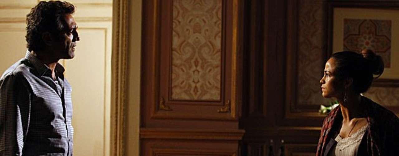 Zyah reconhece Morena perambulando por Istambul.  O guia leva a brasileira para um hotel e fica chocado com a situação da jovem do Alemão