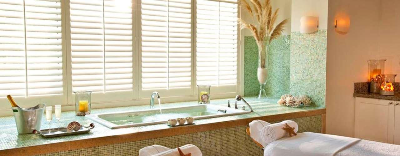 Sandals Emerald Bay, Bahamas: o spa Red Lane é um santuário para rejuvenescer a mente e o corpo com 16 quartos de tratamento, áreas de relaxamento e fitness center com aulas de ioga e pilates