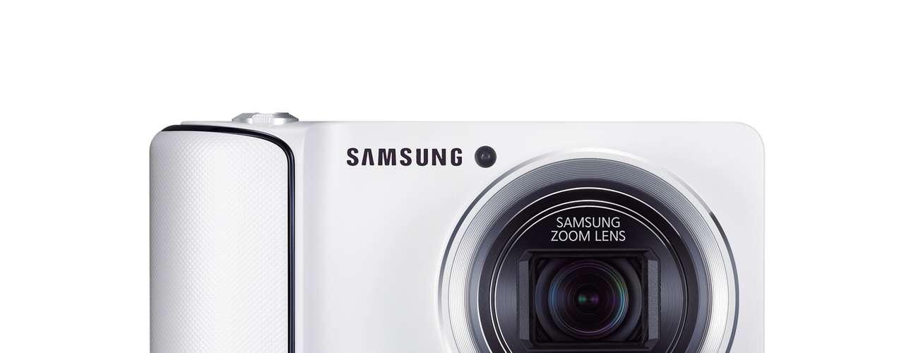 câmera é equipada um processador quad-core de 1,4 GHZ, tem lente grande angular de 23 mm e zoom de 21 vezes. O aparelho tem sensor de imagem de 16.3 megapixels.