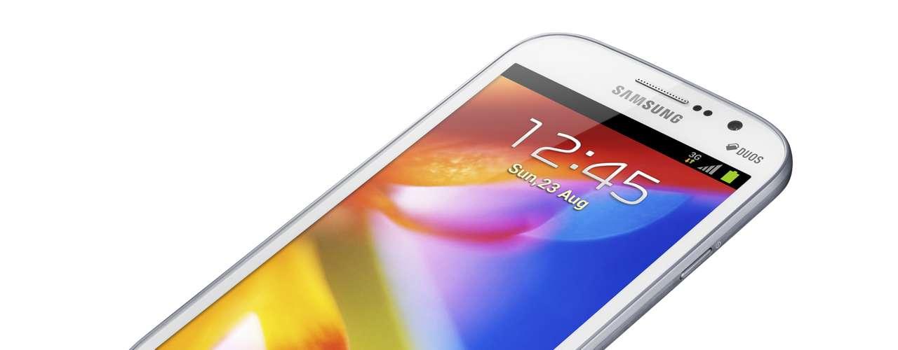 Ele é equipado com um processador de 1,2 GHz e roda a última versão do Android, Jelly Bean