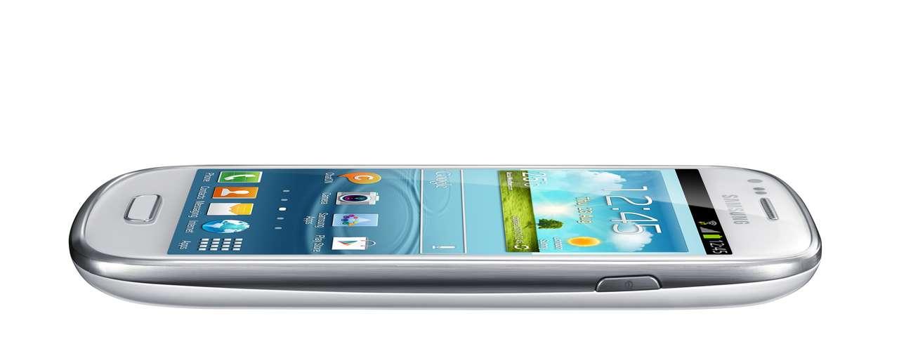 O S III Mini tem processador de 1 GHz, câmera de 5 MP e também roda a última versão do Android