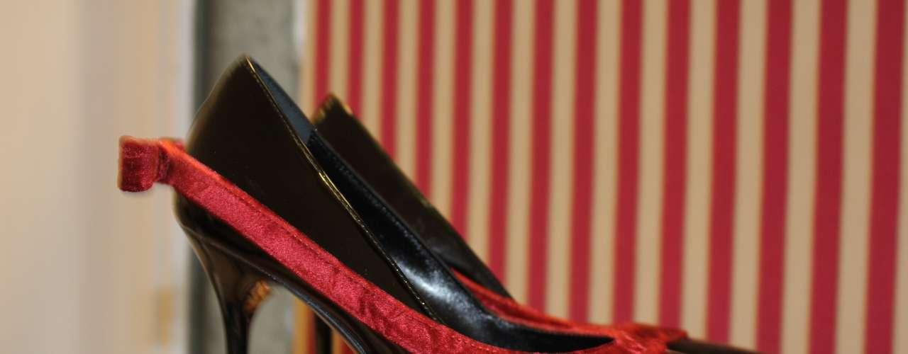 Os sapotos de saltos não muito alto também aparecem na coleção deMario Valentino