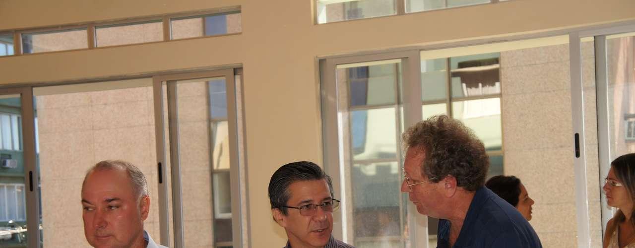 23de fevereiroLéo Becker, vice-presidente da Associação (à esq.) e Adherbal Ferreira (centro), presidente da associação