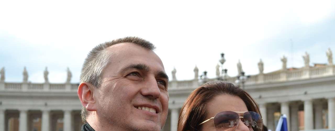 Casal de Jaraguá do Sul (SC) ampliou a estadia em Roma para acompanhar o momento histórico