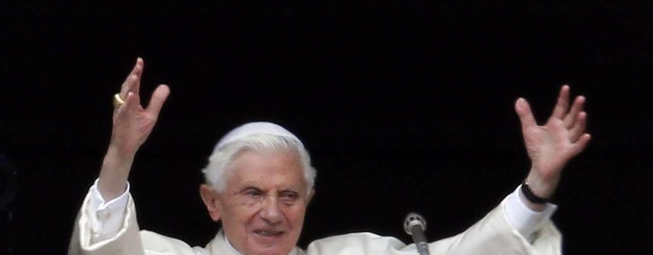 Em tom de despedida, Bento XVI disse que se retira para de dedicar às orações \