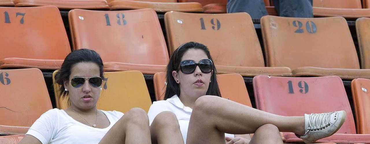 25/02:Milhares de torcedores compareceram neste domingo ao Estádio do Pacaembu para acompanhar o jogo entre Palmeiras e União Barbarense neste domingo. O time alviverde levou a melhor e venceu por 1 a 0, graças a um gol do atacante Leandro. Confira imagens da movimentação nas arquibancadas: