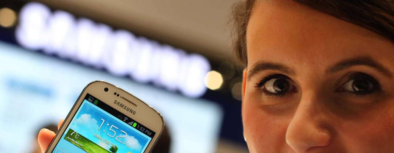 A Samsung mostrou mais um aparelho inspirado no Galaxy S III: o Galaxy Express. O aparelho tem tela de 4,5 polegadas e teconlogia 4G