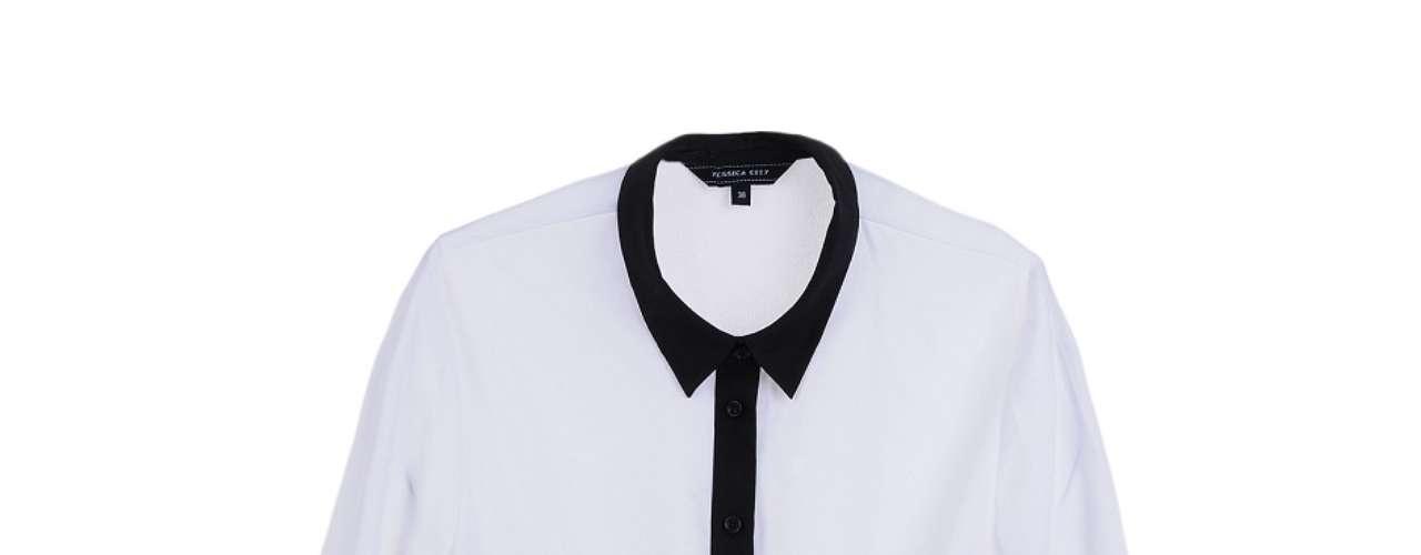 Camisa branca com detalhes pretos, da C&A. Preço: R$ 69,90. Informações: (11) 2167-0040