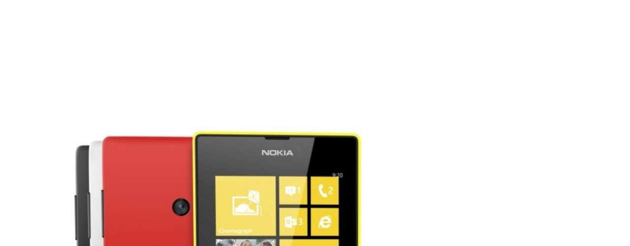 A Nokia mostrou também o Nokia 520, o mais acessível smartphone com Windows Phone 8 da companhia, com preço sugerido de 139 euros. Ele tem processaodr de 1 GHz, 512 MB de RAM, 8 GB de armazenamento interno e câmera digital de 5 megapixels
